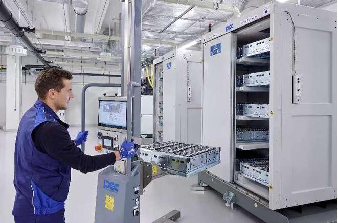 宝马启用全新电芯技术中心 到2030年能量密度将翻一番